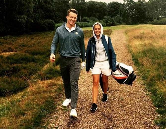 धडाकेबाज फलंदाज जॉस बलटरची पत्नी लुईस पायलट आहे.  दोघांनी ऑक्टोबर 2017मध्ये लग्न केले.