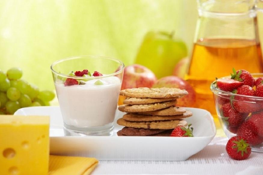 सकाळचा नाश्ता आवर्जून करणे. सकाळच्या नाश्त्यावर विशेष भर हवा.