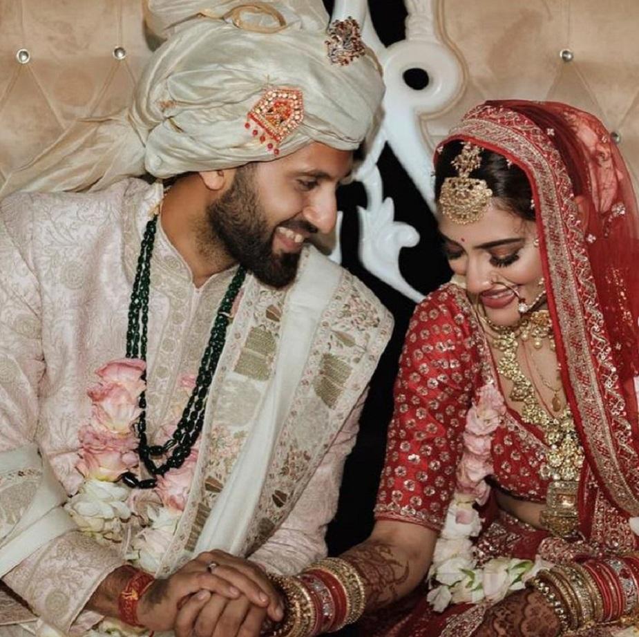 TMC खासदार आणि बंगाली अभिनेत्री नुसरत जहाँनं देखील नुकतंच बिझनेसमन निखिल जैनशी लग्न केलं त्यामुळे तिच्यासाठी सुद्धा हा पहिला करवाचौथ असणार आहे.
