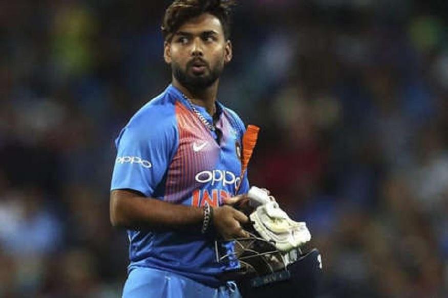 वेस्ट इंडीज दौऱ्यासाठी भारतीय संघाची निवड रविवारी होणार आहे. भारत वेस्ट इंडीजविरुद्ध एकदिवसीय, टी20 आणि कसोटी मालिका खेळणार आहे. यासाठी भारतीय संघाची निवड होणार आहे. वेस्ट इंडीज दौऱ्यातून धोनीने माघार घेतली आहे.  त्यामुळे ऋषभ पंतची वर्णी नक्की आहे. टी20 मध्ये पंतची जागा निश्चित मानली जात असली तरी निवड समिती आणखी एका यष्टीरक्षकाला संघात स्थान देण्याची शक्यता आहे.