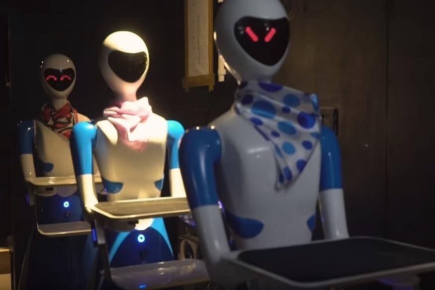 OMG VIDEO : या हायटेक रेस्टॉरंटमध्ये चक्क रोबो करतात सर्व्ह!