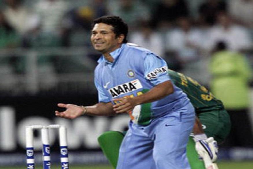 क्रिकेटचा देव सचिन तेंडुलकरला सुद्धा फक्त एकच आंतरराष्ट्रीय टी20 सामना खेळला. भारताच्या पहिल्या सामन्यात आफ्रिकेविरुद्ध सचिनने 12 चेंडूत 10 धावा केल्या होत्या. याशिवाय गोलंदाजी करताना 2.3 षटकांत 12 धावा देत एक गडी बाद केला होता. सचिनचा हा पहिला आणि शेवटचा टी20 सामना ठरला.