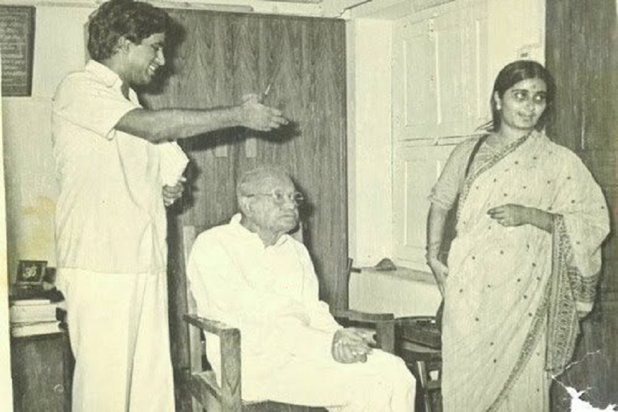 Sushma Swaraj Death News: दिल्लीच्या माजी मुख्यमंत्री आणि माजी परराष्ट्र मंत्री सुषमा स्वराज यांचं मंगळवारी हृदयविकाराच्या झटक्याने निधन झालं. त्यांच्या जाण्याने संपूर्ण देशावर शोककळा पसरली आहे. सुषमा स्वराज एक अशा नेत्या होत्या, ज्यांनी फक्त एका ट्वीटवर देशातच नाही तर विदेशातदेखील भारतीयांना मदत पोहोचवली आहे. त्यांच्या या शैलीतून त्यांनी वारंवार सगळ्यांची मन जिंकली आहेत.