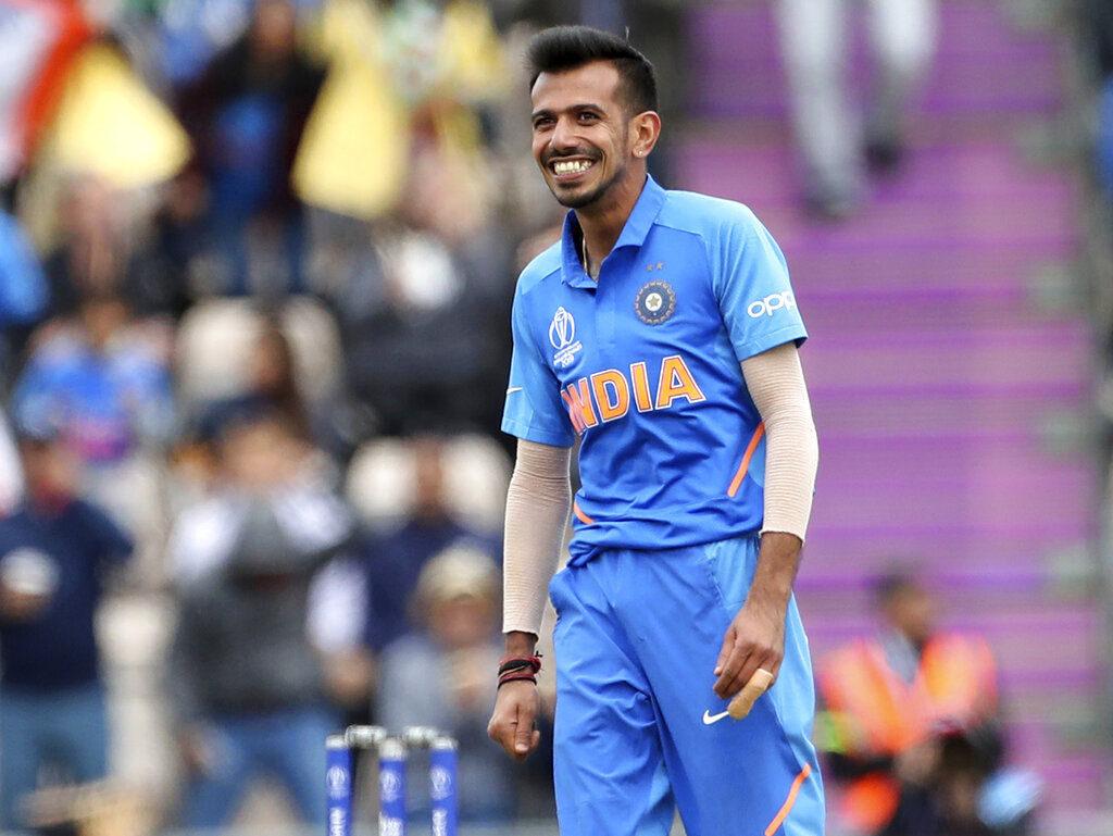 भारतीय 'अ' संघानं पहिल्याच एकदिवसीय सामन्यात दक्षिण आफ्रिका 'अ' संघाचा धुव्वा उडवला. चहलच्या पाच विकेटसह भारतानं 69 धावांनी आफ्रिकेवर विजय मिळवला.