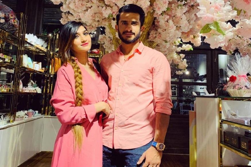 पाकचा जलद गोलंदाज हसन अलीसोबत शामिया 20 ऑगस्टला लग्नबंधनात अडकणार आहे. पाकिस्तानच्या पंजाब प्रांतात जन्माला आलेला हसन अली आणि हरियाणाची निवासी शामिया यांचा विवाह दुबईच्या एटलांटिस पाम जुबेरा पार्क हॉटेलमध्ये होणार आहे.