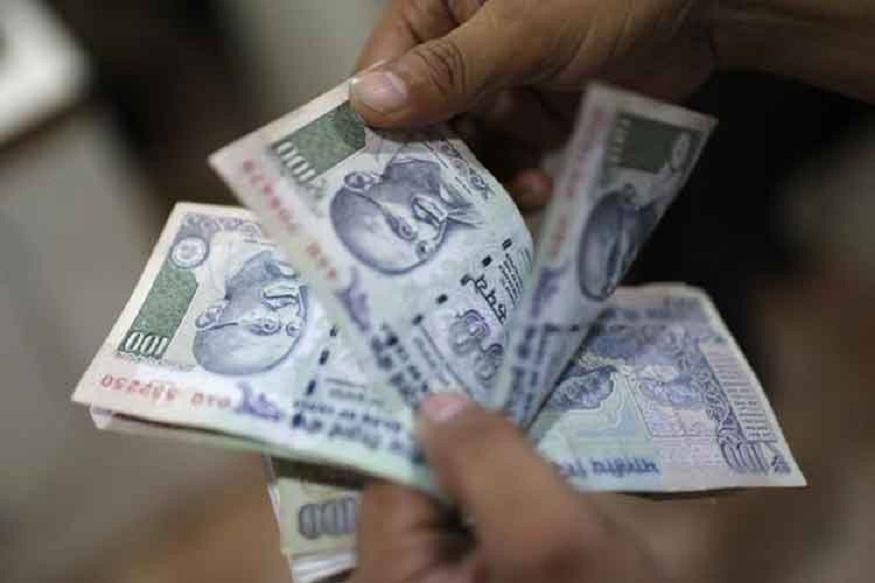 शंभर रुपयांच्या एक हजार नोटांसाठी सध्या 1570 रुपये खर्च येतो. त्यात 20 टक्के जास्त खर्च येईल. पाणी किंवा, केमीकल यामुळं नोटा खराब होणार नाही. सध्याच्या नोटांपेक्षा नव्या नोटा खराब होण्याचं प्रमाण कमी असेल.