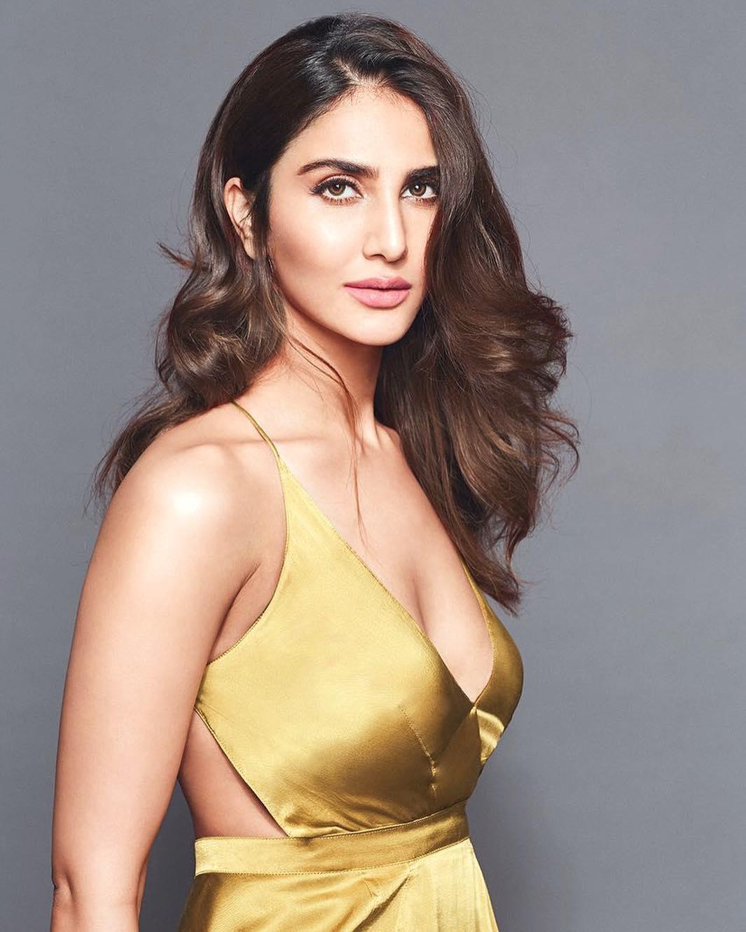 ही अभिनेत्री दुसरी तिसरी कोणी नसून सध्या WAR सिनेमातील बिकिनी अवतारामुळे चर्चेत असलेली अभिनेत्री वाणी कपूर आहे. 23 ऑगस्ट, 1988 मध्ये दिल्लीमध्ये जन्माला आलेली वाणी आज 31 वाढदिवस साजरा करत आहे.