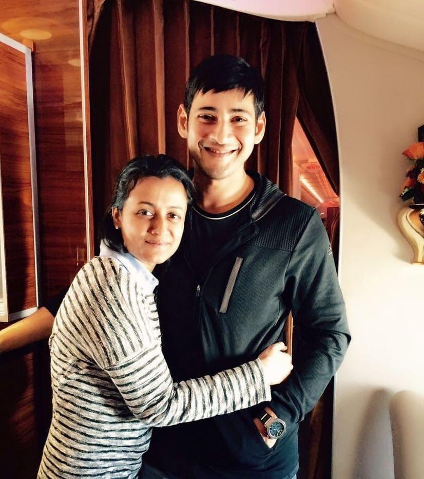 महेश बाबूनं 2005 मध्ये बॉलिवूड अभिनेत्री आणि मॉडेल नम्रता शिरोडकरशी लग्न केलं. या दोघांची दोन गोड मुलं सुद्धा आहेत.