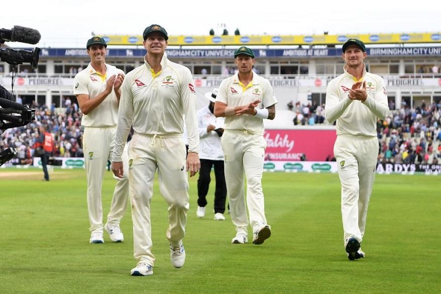 स्मिथच्या शतकाच्या जोरावर ऑस्ट्रेलियानं पहिल्या डावात 284 धावा केल्या. ऑस्ट्रेलियानं 122 धावांत 8 विकेट गमावल्या होत्या. त्यावेळी स्मिथने डाव सावरला आणि ऑस्ट्रेलियाला 284 धावांवर पोहचवलं.