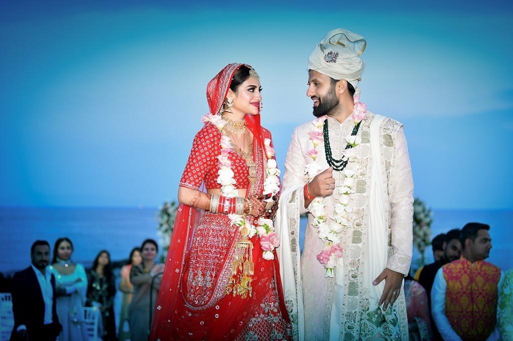 नुसरत जहाँ 19 जूनला कोलकाताचा प्रसिद्ध बिझनेसमन निखिल जैनशी लग्नाच्या बेडीत अडकली. त्यांनी टर्की येथे मोजक्याच लोकांच्या उपस्थित लग्न केलं. त्यांचं लग्न बराच काळ सोशल मीडियावर चर्चेत राहीलं होतं.