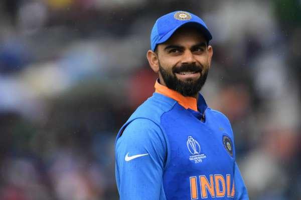 करिअरमधल्या पहिल्याच सामन्यात विराट केवळ 12 धावा करत बाद झाला. त्यानंतर पुन्हा त्याला क्रिकेट खेळण्याची संधी मिळेल असे कोणालाही वाटले नव्हते. मात्र, याच कोहलीनं आज 20 हजार धावांचा पट्टा गाठला.