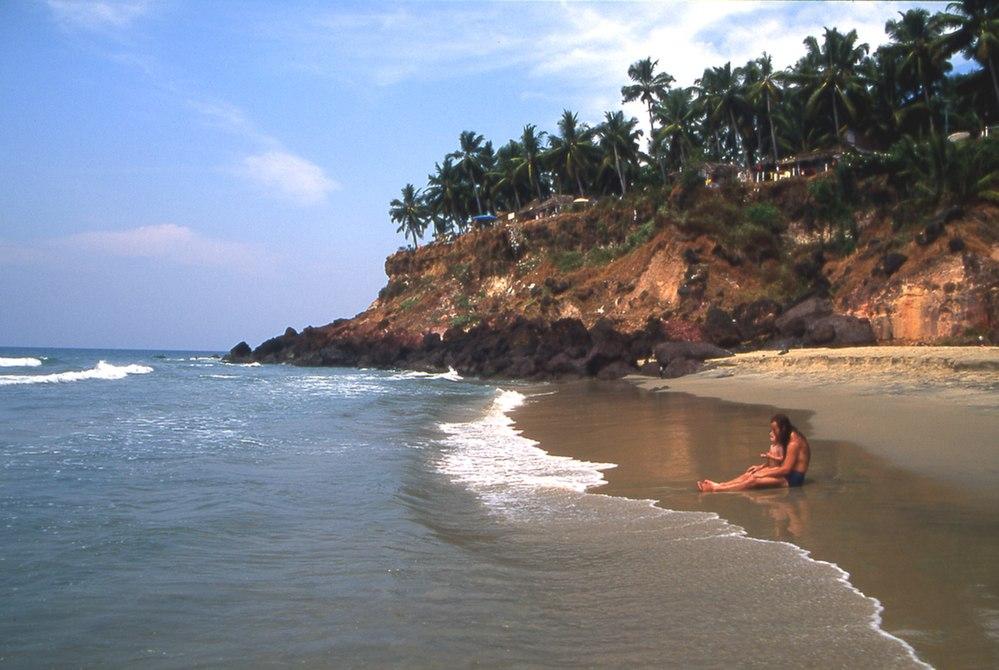 निळ्या रंगाचा किनारा फक्त लक्षद्वीपमध्ये पाहण्यात आला होता. काही दिवसांपूर्वी मुंबईतील जुहू बीचवरही निळ्या रंगांच्या लाटा दिसून आल्या होत्या.