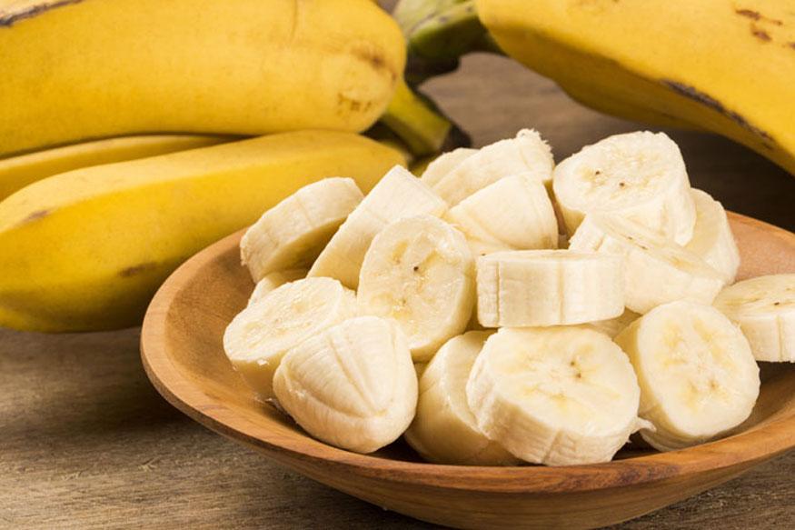 केळं- केळ्यात मोठ्या प्रमाणात प्रोटीन, पोटॅशियम, कार्बोहायड्रेट यांसारखे तत्त्व असतात. यामुळे वजन वाढायला मदत होते. अनेक लोक आपलं वजन ढपाट्याने वाढवण्यासाठी केळी खातात.