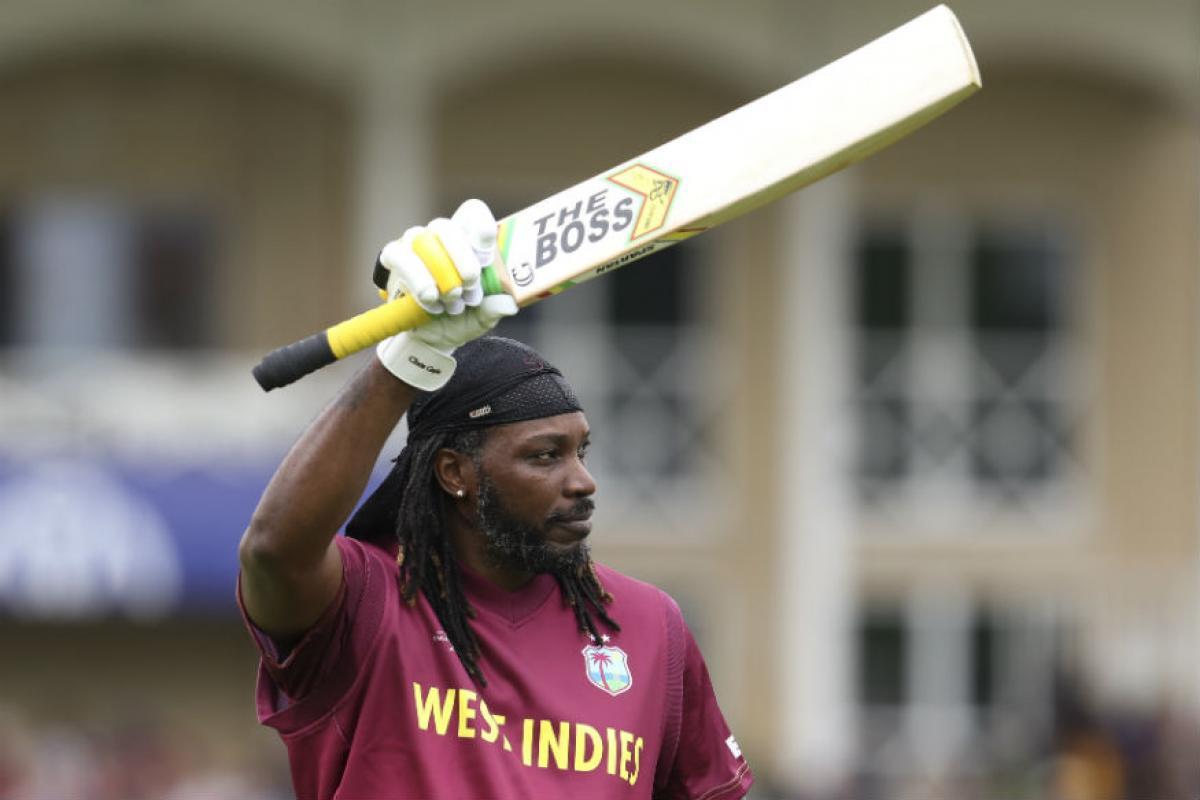 तुफानी फलंदाज गेलच्या नावावर आतंरराष्ट्रीय क्रिकेटमध्ये सर्वात जास्त 515 षटकार मारण्याचा विक्रम आहे.