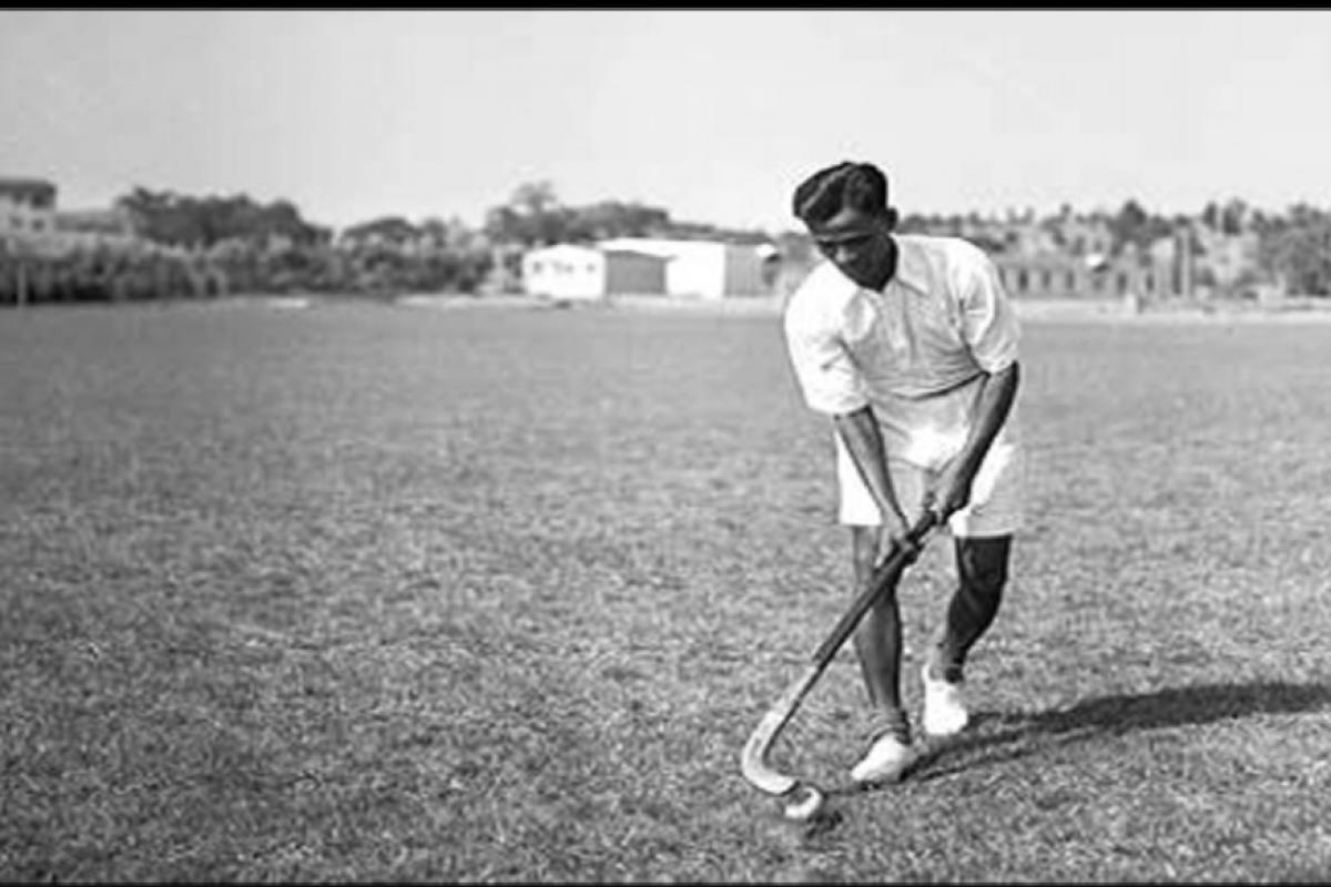 1928 मध्ये अमस्टडॅम ऑलिम्पिकमध्ये ध्यानचंद यांनी सर्वाधिक 14 गोल केले होते. एवढंच नाही तर ध्यानचंद यांच्या नेतृत्वाखाली भारताने 1928, 1932 आणि 1936 असे तीन ऑलिम्पिक सूवर्ण पदक मिळवले.