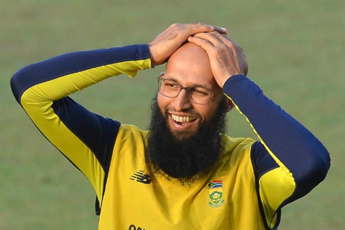 दक्षिण आफ्रिकेचा सलामीच फलंदाज हाशिम अमला यानं आतंरराष्ट्रीय क्रिकेटमधून निवृत्ती जाहीर केली आहे. कसोटी, टी-20 आणि एकदिवसीय अशा क्रिकेटच्या सगळ्याच फॉरमॅटमधून त्यानं निवृत्ती जाहीर केली.