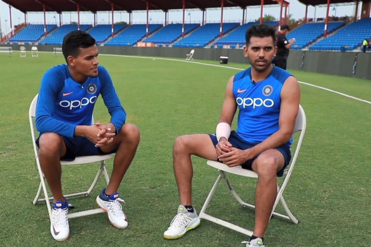 एकाच दिवशी 20 वर्षीय राहुल चहर यानं आपला चुलत भाऊ राहुल चहर यासोबत पदार्पण केले. भारतासाठी खेळणारी ही चौथी भावांची जोडी आहे.