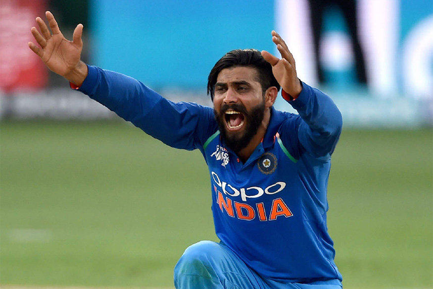 वर्ल्ड कप सेमीफायनलमध्ये अगदी शेवटच्या क्षणापर्यंत रवींद्र जडेजा लढला. एवढेच नाही तर त्यानं कसोटी क्रिकेटमध्येही आपली जागा बनवली आहे. पण जडेजाला बीसीसीआयच्या वेतनात अ गटात स्थान मिळालेले नाही.