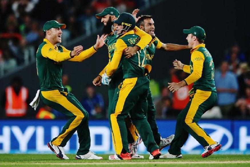 हाशिम आमलाला कसोटी स्पेशालिस्ट या नावानं ओळखले जाते. एकदिवसीय क्रिकेटमध्ये सर्वात जलद दोन हजार, तीन हजार, चार हजार, पाच हजार, सहा हजार, सात हजार धावा केल्या आहेत. तसेच तिहेरी शतक लगावणारा हाशिम पहिला दक्षिण आफ्रिकेचा फलंदाज आहे.
