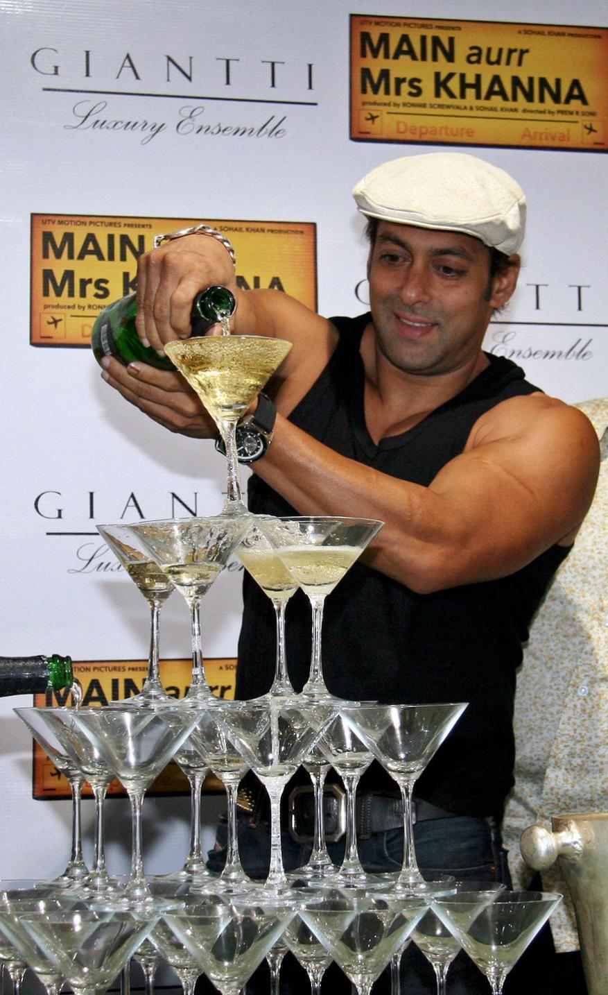 'मैं और मिसेस खन्ना' सिनेमाच्या प्रमोशन दरम्यान सलमान खान