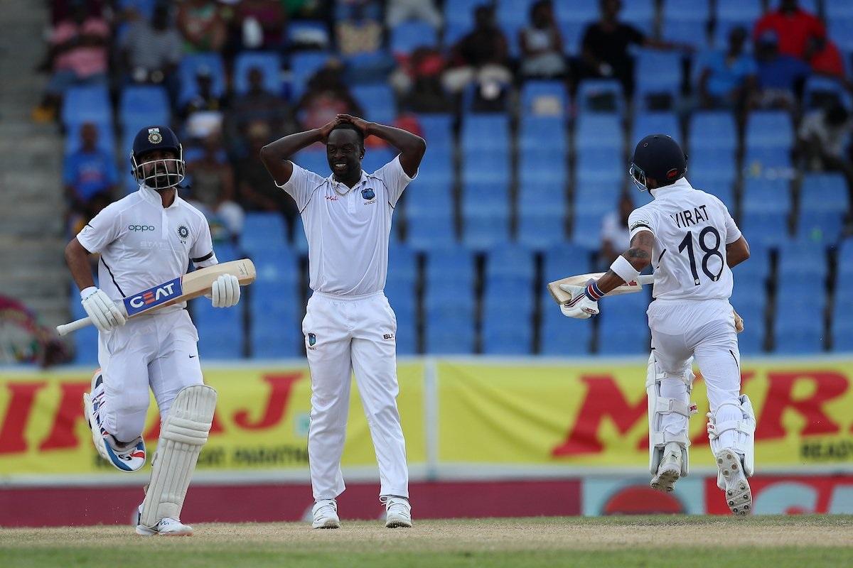 भारतानं वेस्ट इंडीजविरुद्धच्या पहिल्या कसोटीत तिसऱ्या दिवशी आपली पकड मजबूत केली आहे. तिसऱ्या दिवस अखेर भारतानं दुसऱ्या डावात 3 बाद 185 धावा केल्या आहेत.