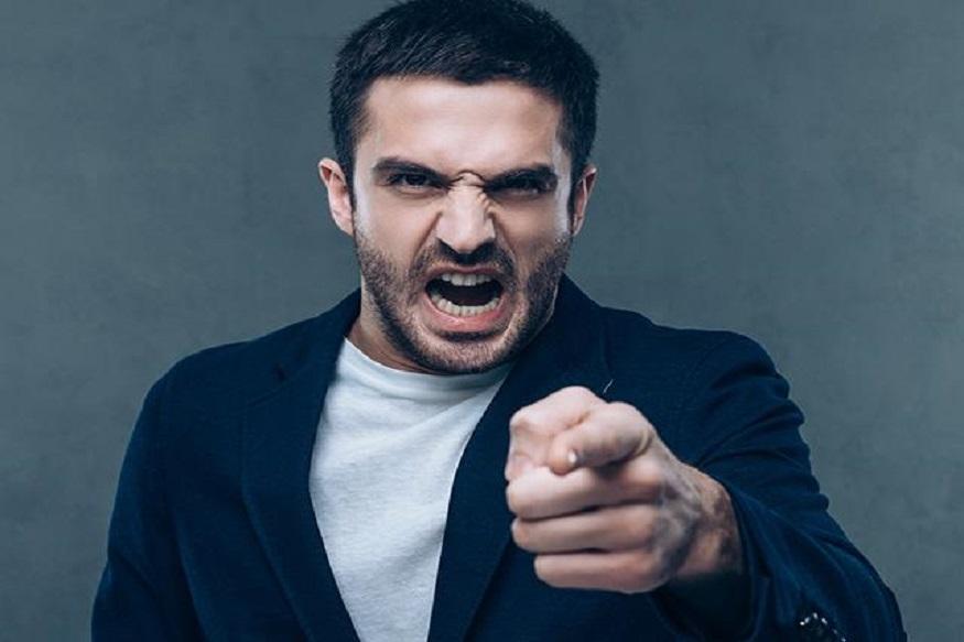 राग आल्यानंतर दुसऱ्यांचे दोष काढण्याऐवजी स्वतःच्या चुका सुधारण्याकडे लक्ष द्या. यामुळे तुम्हाला समोरच्यावर राग येणार नाही आणि एका ठराविक वेळेनंतर तुम्हाला कळेल की कोणत्या गोष्टीवर रागावलं पाहिजे आणि कोणती गोष्ट सोडून दिली पाहिजे.