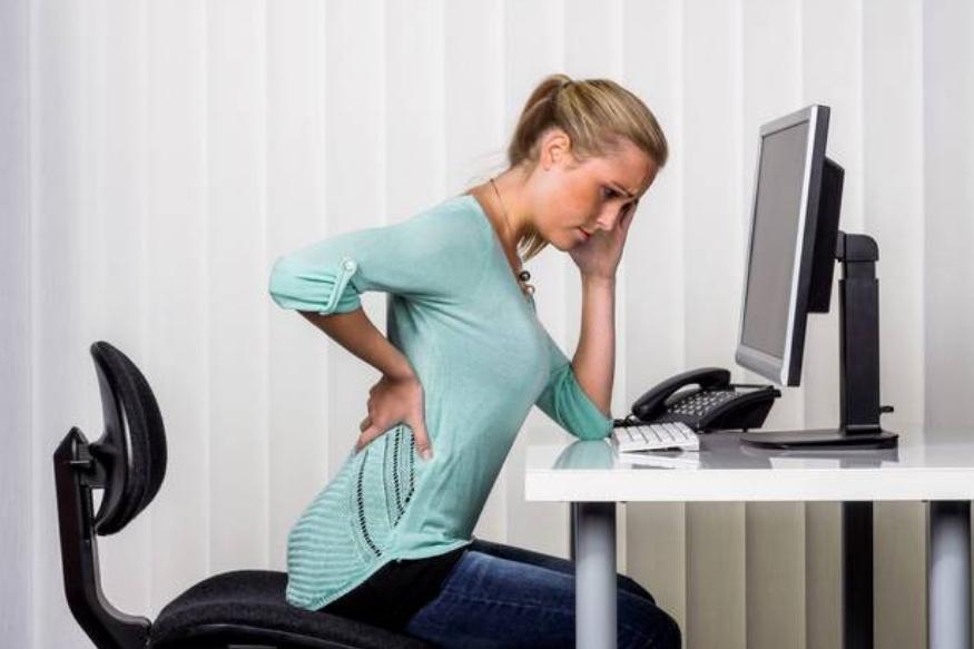 बसण्यासाठी योग्य उंचीचं टेबल आणि खुर्चीची व्यवस्था करावी. अगदी कमी किंवा अगदी जास्त उंचीची खुर्ची टेबलामुळेदेखील पाठीच्या समस्या उद्बवतील.