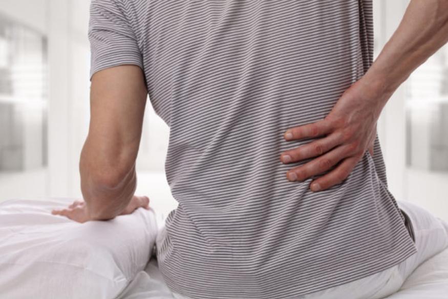 एकसारखं एकाच स्थितीमध्ये बसून कंबर दुखायला लागते. 40 मिनिटांपेक्षा जास्त बसू नये. अनेकदा आॅफिसमध्ये अनेक तास माणसं एकाच जागी काम करत राहतात. अधेमधे उठून फेरफटका मारावा.