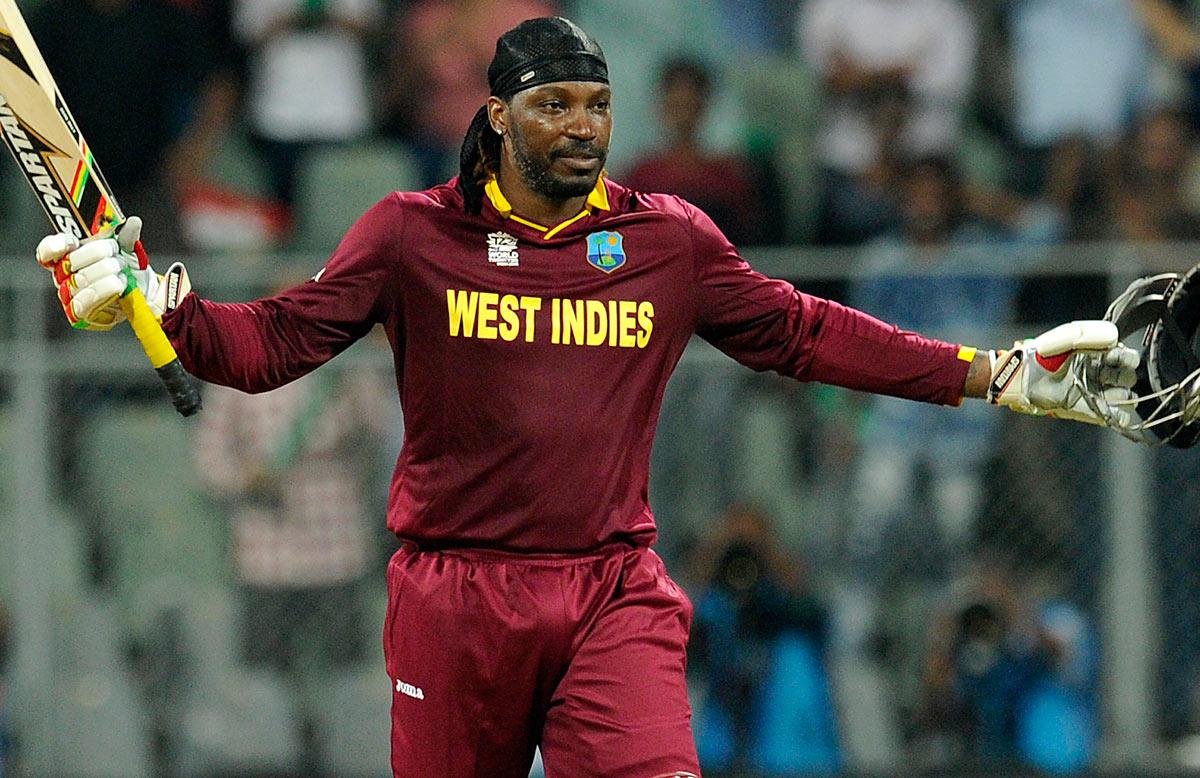गेलनं कसोटी क्रिकेटमध्ये सहा चेंडूत सहा सिक्स मारण्याचा पराक्रमही केला आहे. अशी कामगिरी करणारा गेल एकमेव फलंदाज आहे.