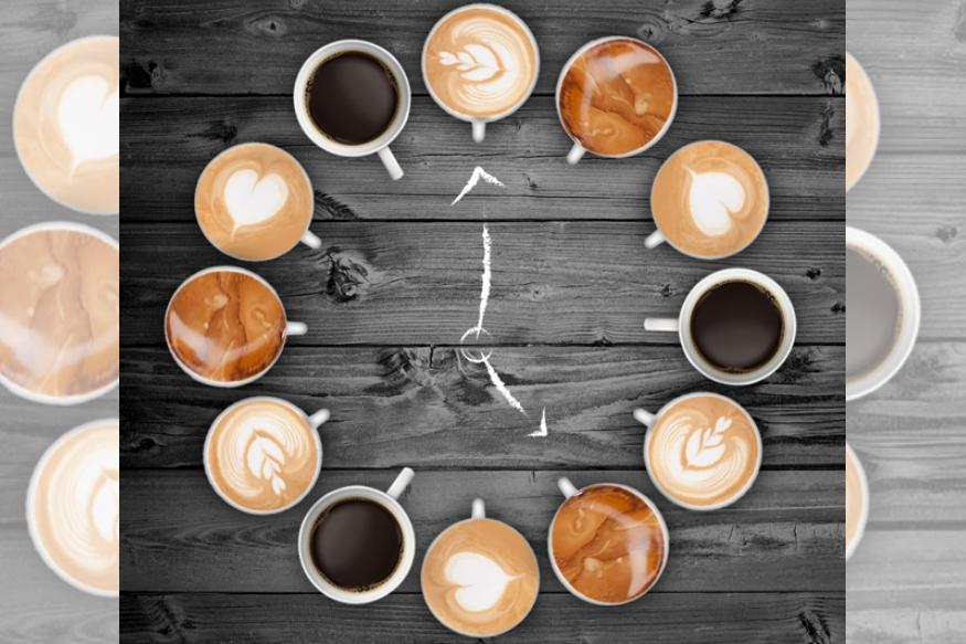 चहाचे आणि कॉफीचे प्रेमी काही कमी नाहीत. अनेकांना तर या पेयांचं व्यसनच असतं. चहा- कॉफी पिण्याचे फायदेही आहेत. कॉफीमुळे मधुमेहाचा धोका टळतो. याशिवाय कॉफीत एल्कॉइड नावाचं तत्त्व असतं ज्यामुळे मेंदू सक्रिय होण्यास मदत होते.