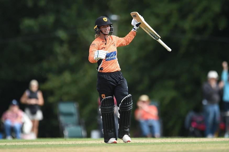 विराटला प्रपोज करणाऱ्या महिला क्रिकेटरनं रचला इतिहास!