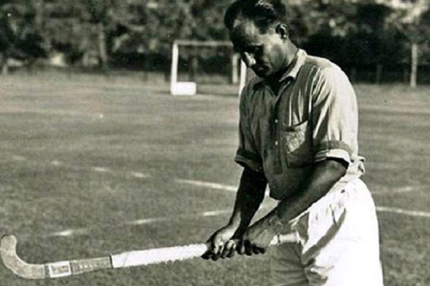 सर डॉव ब्रॅडमन यांनी ध्यानचंद यांचा खेळ पाहून त्यांना म्हटलं की, 'तुम्ही धावांसारखे गोल करता.'