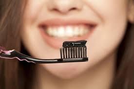 याच टूथपेस्टचा वापर किती वेगवेगळ्या प्रकारे करू शकतो याची तुम्हाला कल्पना आहे का? आज आम्ही तुम्हाला टूथपेस्टच्या अनोख्या ट्रिक्सची माहिती देणार आहोत.. बघा यातली कोणती ट्रीक तुमच्या कामी येते.