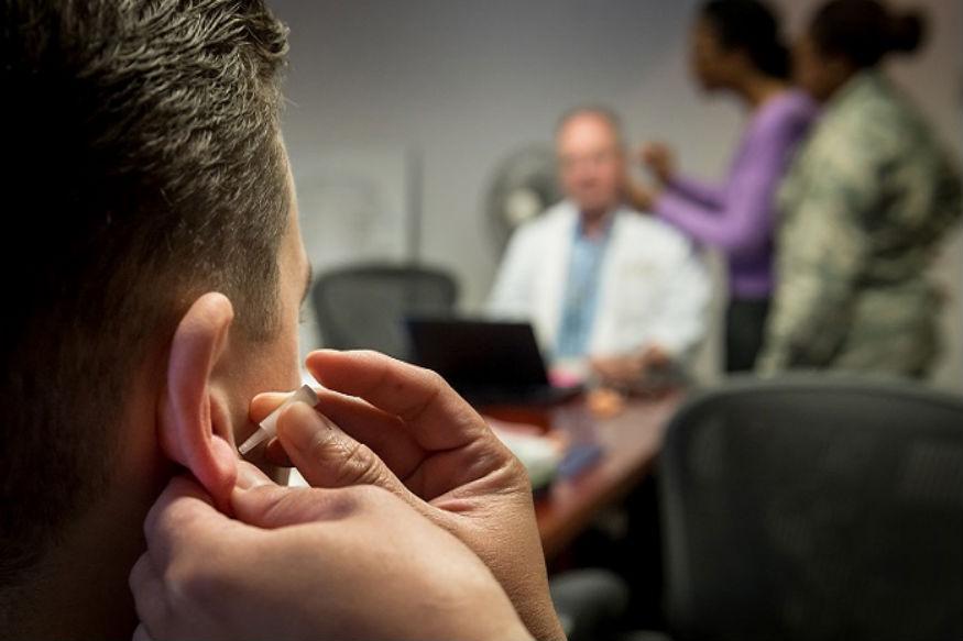 अनेकदा सर्दी खोकला झाल्यामुळे, मळ जमा झाल्यामुळे इन्फेक्शन किंवा अॅलर्जी झाल्यामुळे कान दुखू शकतो. कानाचं हे दुखणं दूर करण्यासाठी आयुर्वेदात अनेक उपाय सांगण्यात आले आहेत.