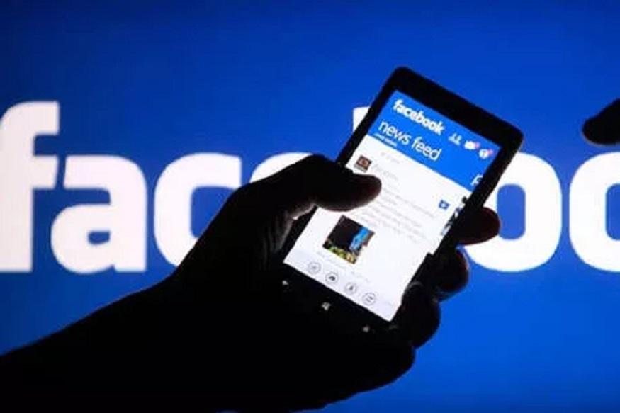 सोशल मीडियावर सध्या सर्वाधिक फेसबुकचा वापर केला जातो. जगभरात याचे 2 अब्जहून अधिक युजर आहेत. दिवसेंदिवस फेसबुकच्या युजर्समध्ये वाढ होत आहे. गेल्या काही महिन्यांमध्ये फेसबुकवर डेटा लीक केल्याचा आरोप कऱण्यात आला होता. त्यानंतरही फेसबुकची लोकप्रियता कमी झालेली नाही. आता फेसबुक सेवा देण्यासाठी पैसे आकारणार अशी चर्चा सुरू झाली आहे.