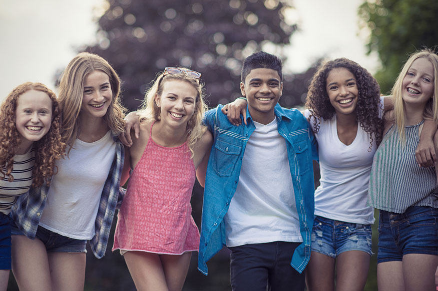 ऑनलाइनवाली मैत्री- ही मैत्री थोडी वेगळी असते. दिवसभरात किमान 10 मीममध्ये मित्र टॅग करून एकमेकांची खिल्ली उडवत असतात.