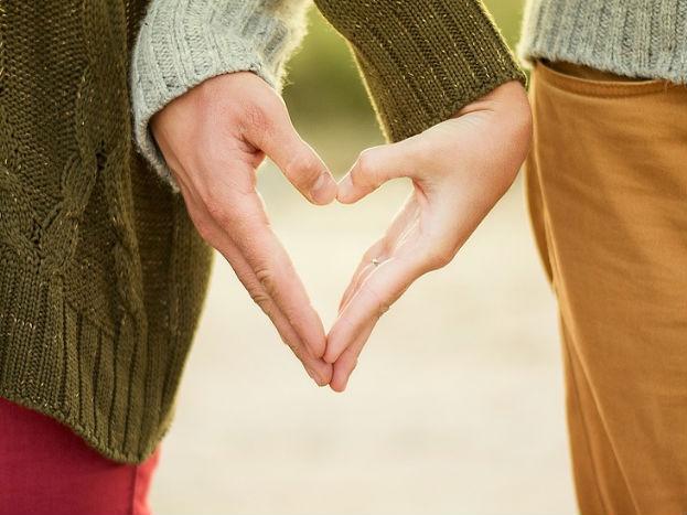 प्रेमाच्या या वर्गात सात सेशन होतात. यात विद्यार्थ्यांना दुसऱ्यांवर प्रेम करायला शिकवण्यापूर्वी स्वतःवर प्रेम करायला शिकवलं जातं.