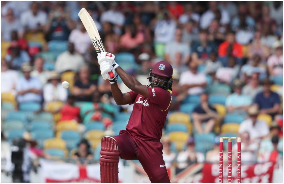 भारताने वेस्ट इंडीज दौऱ्यातील टी20 मालिका 3-0 ने जिंकली, टी20 मालिकेत ख्रिस गेल खेळला नाही. त्यानंतर तो तीन एकदिवसीय सामन्यांसाठी संघात परतला आहे. मात्र, पहिल्या सामन्यात त्याची बॅट तळपली नाही. त्याच्या एकूण कारकिर्दीतील सर्वात संथ खेळी त्यानं केली. 4 धावांसाठी तब्बल 31 चेंडू खेळला. हा सामना पावसामुळं रद्द झाला तरी गेलच्या संथ खेळीची चर्चा सर्वत्र झाली.