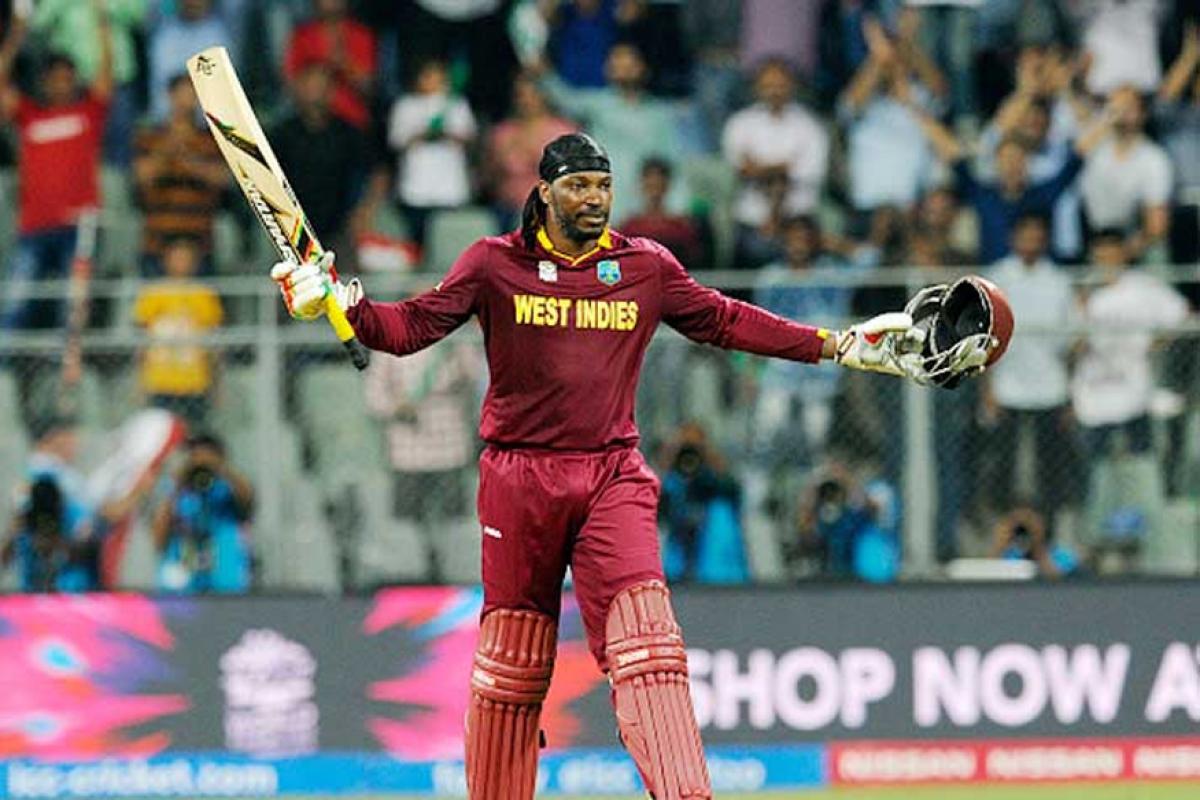 गेलच्या नावावर एका अनोख्या विक्रमाची नोंद आहे. गेलनं टेस्ट आणि टी-20 क्रिकेटमध्ये सलामीला येत शेवटपर्यंत नाबाद राहण्याची कामगिरी केली आहे.