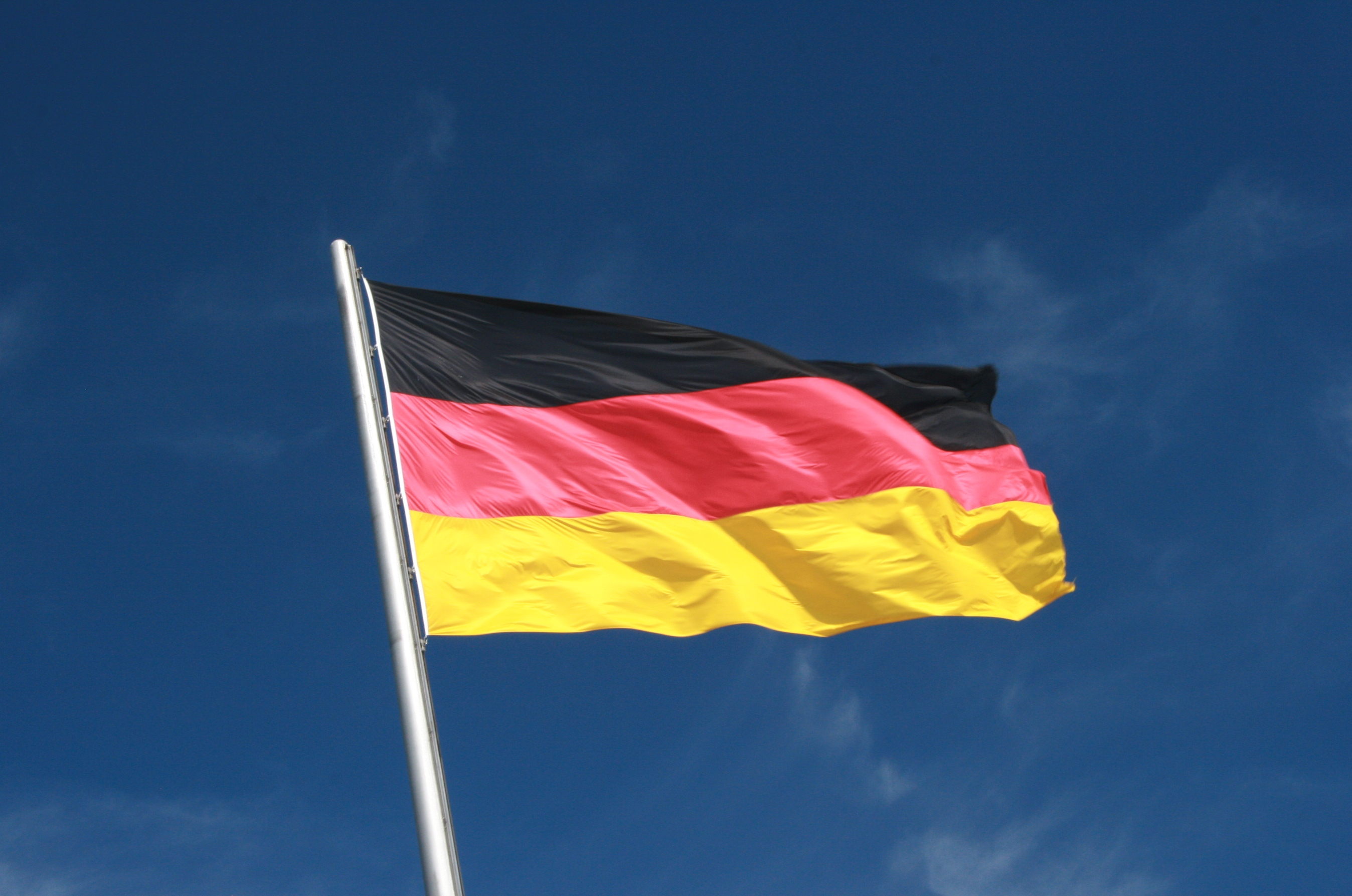 प्लॅस्टिक निर्यातीत दुसऱ्या नंबरचा देश आहे तो म्हणजे जर्मनी. एकूण बाजारात जर्मनीचा 12.6 टक्के भागीदारी आहे. जर्मनीचा सुमारे 9.9 अरब डॉलर व्यवसाय प्लॅस्टिक निर्यातीमुळे होतो.