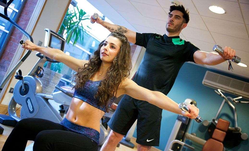काही लोक याच सर्व गोष्टी लक्षात ठेवून अतिरिक्त व्यायाम करतात. नेमकी हीच गोष्ट शरीरासाठी घातक आहे. याचा नकारात्मक परिणाम शरीरावर होतो. नवभारत टाइम्सने प्रसिद्ध केलेल्या वृत्तानुसार, अतिरिक्त व्यायाम केल्यामुळे इनफर्टिलिटीची समस्या उद्भवू शकते.