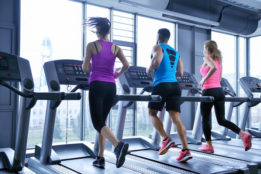दररोज गरजेपेक्षा जास्त व्यायाम केल्यास वंध्यत्वची समस्या होऊ शकते. महिलांमध्ये अमीनोरियाची समस्या निर्माण होते. यात महिलांना जवळपास तीन महिने मासिक पाळी येत नाही.