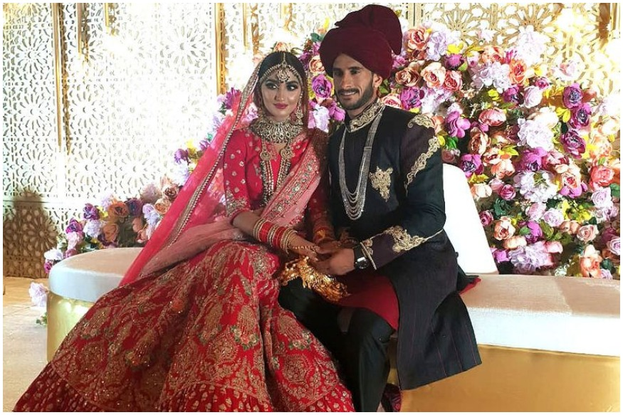 पाकिस्तानचा जलद गोलंदाज हसनी अलीनं दुबईमध्ये भारताच्या शामिया आरजूशी विवाह केला. हरियाणात राहणाली शामिया ही गेल्या तीन वर्षांपासून दुबईमध्ये राहत आहे. नुकतेच हे दोघं विवाहबंधनात अडकले.