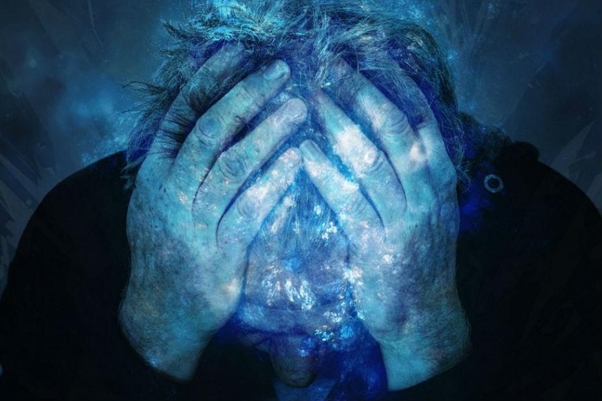 डोकं दुखू लागलं की सगळे ते दुखणं कसं थांबेल यासाठी उपाय शोधायला लागतात. पण तुम्ही कधी विचार केला आहे का की नेमकी डोकं दुखण्याचं कारण काय आहे? डोकं दुखण्याच्या कारणाला मुळापासून नष्ट करण्याचा आपण प्रयत्न करत नाही. यामुळे थोड्या काळाने डोकेदुखी पुन्हा सुरू होते. शरीरात कोणते कोणते पोषक तत्त्व कमी असल्यामुळे डोकेदुखीचा त्रास सहन करावा लागतो.