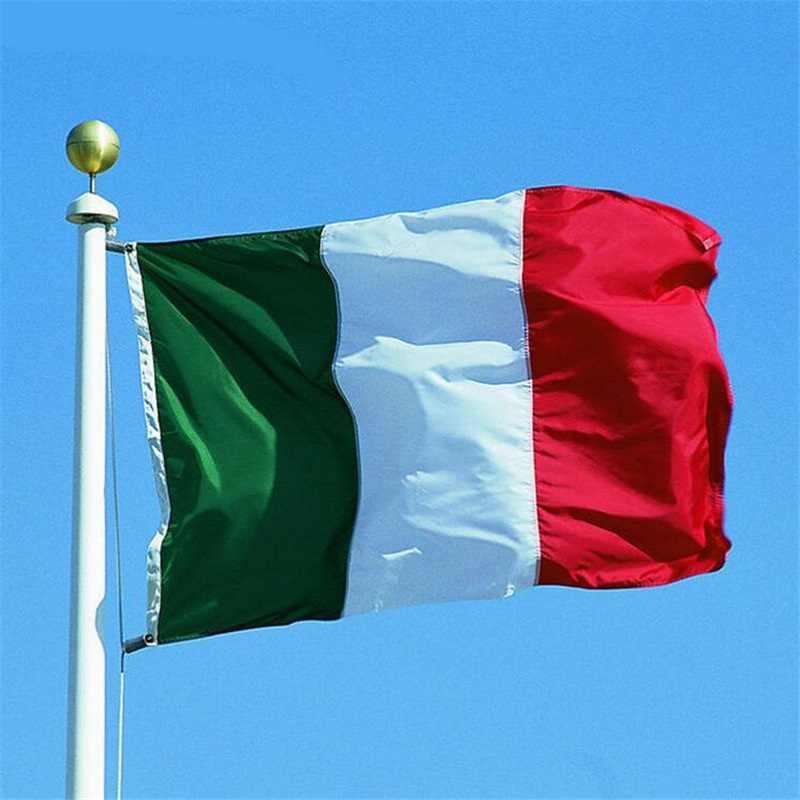 जगात प्लॅस्टिक उत्पादनात चौथ्या स्थानावर इटली आहे. दरवर्षी इटली 3.3 अरब डॉलरचा व्यापार प्लॅस्टिकमधून करतं.