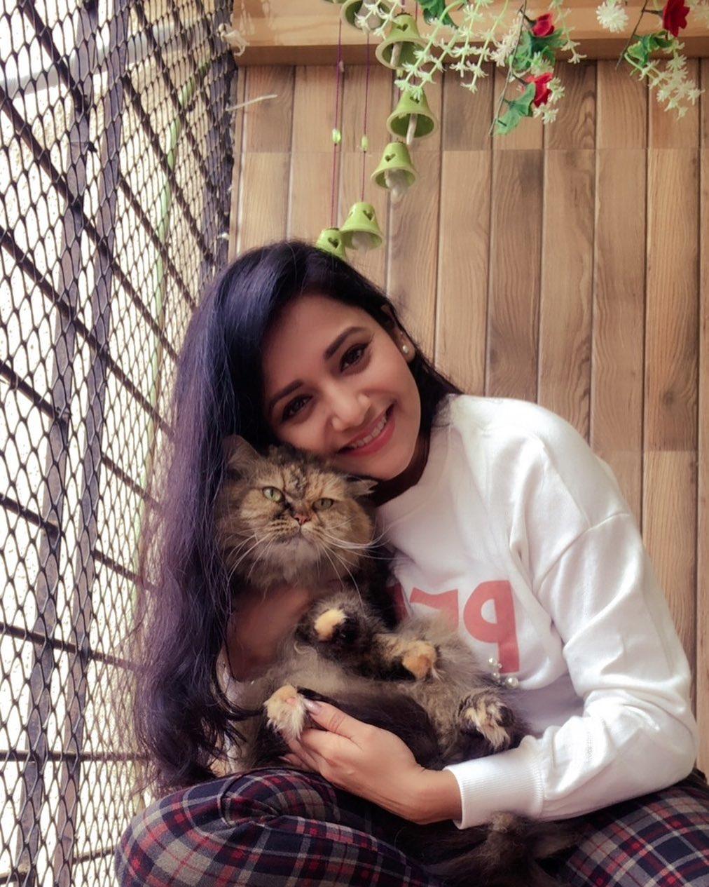आणखी एक मार्जारप्रेमी मराठी अभिनेत्री आहे जुई गडकरी. (फोटो - Instagram)