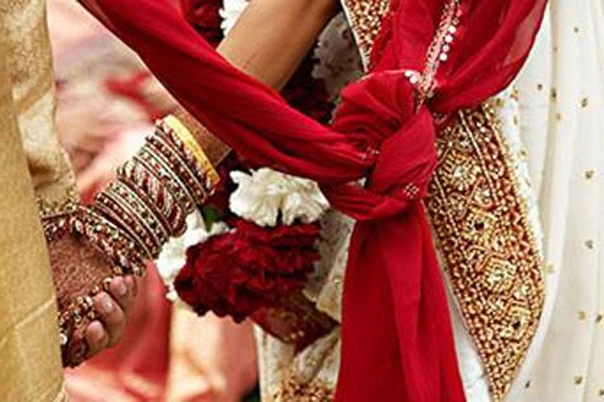 बाल विवाह किंवा कमी वयात मुलींचं लग्न लावण्यात जम्मू- काश्मीर सर्वात मागे आहे. देशभरात 18 वर्षांहून कमी वयात लग्न होणाऱ्या महिलांचा सरासरी दर 26.8 टक्के आहे. तर जम्मू- काश्मीरमध्ये हा दर फक्त 8.7 टक्के आहे.
