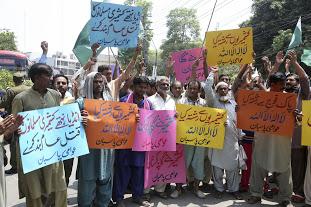 इस्लामाबादमध्ये पाकिस्तानी निदर्शकांनी काश्मिरी लोकांच्या स्वायत्ततेच्या लढ्याला पाठिंबा दर्शवला.
