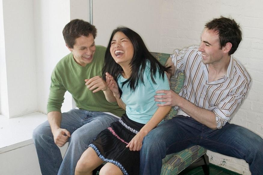 पहाटे हास्य ध्यान योग केलं तर व्यक्ती दिवसभर आनंदी राहते.