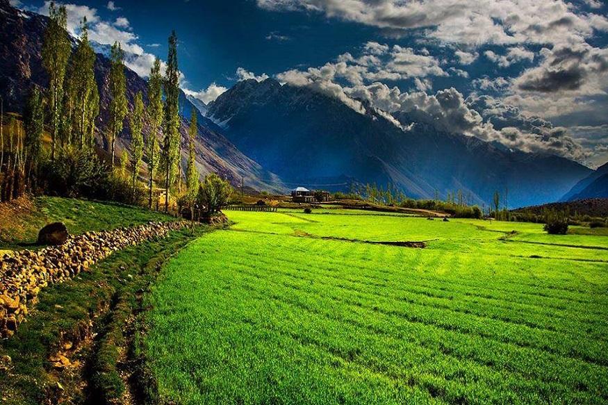 पाकव्याप्त काश्मीरमध्ये PoK सर्वांत सुंदर आहे नीलम नदीकाठचा परिसर. हे नीलमचं खोरं हिमालयाच्या शिखरांनी आणि हिरवाईने असं नटलेलं आहे.